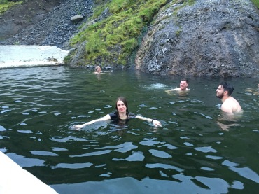 Leeni sulistamas võõraste meestega all natural poolis :)
