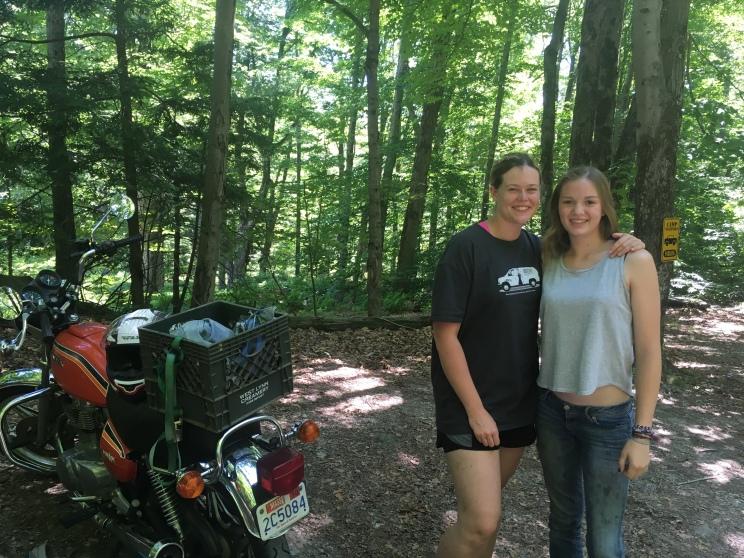 See tüdruk ütles, et olen olnud tema elu üks kõige paremaid counselore. Sõitis pärast laagri lõppu oma moottorrattaga siia, et anda mulle üle kaart ja paar kingitust. Niii tänulik ja nii õnnelik!