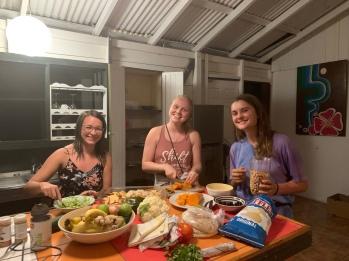 Audrey, Hannah ja Lena-Marie tegid meile imelise vegan õhtusöögi :)